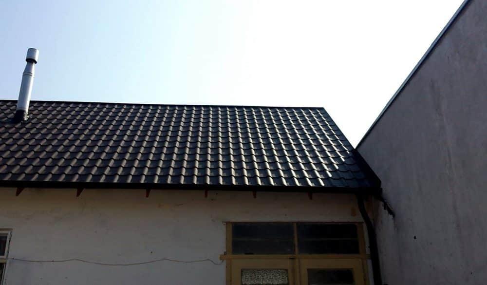 Rekonštrukcia Holíč – Plechová krytina Blachotrapez Diament Eco Plus matná hnedá