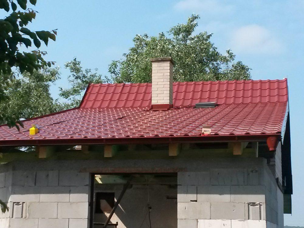 Rekonštrukcia chata Adamov – Plechová krytina Blachotrapez Diament Eco Plus lesklá červená