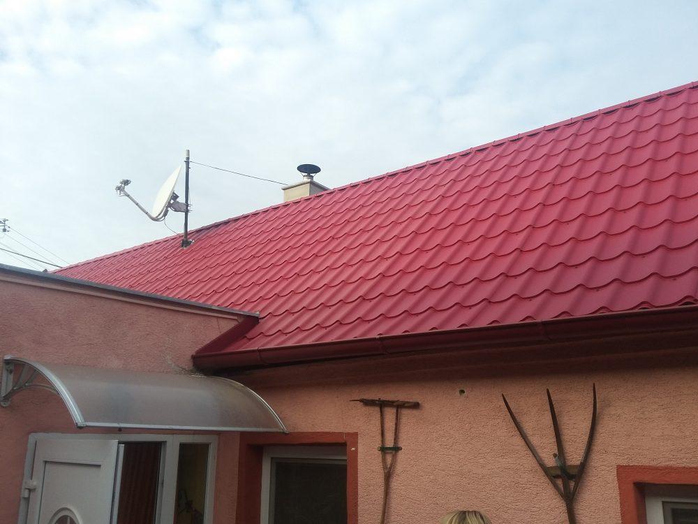 Rekonštrukcia Vysoká pri Morave – Plechová krytina Blachprofil Alfa Plus lesklá červená