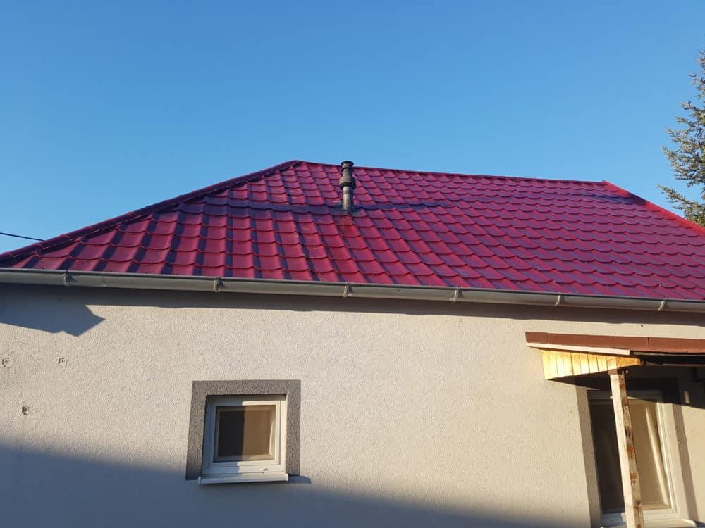 Realizácia rekonštrukcia Košúty – Plechová krytina Blachprofil 2 Alfa Plus višňová lesklá