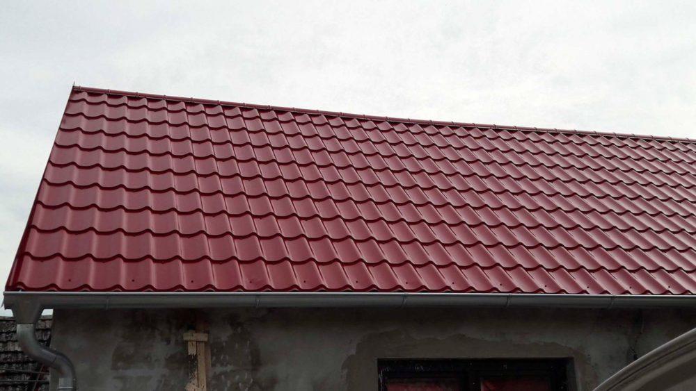 Realizácia rekonštrukcia Čáry – Plechová krytina Blachprofil 2 Alfa Plus červená lesklá
