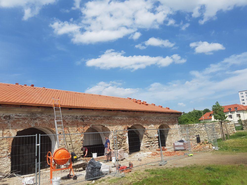 Realizácia rekonštrukcia Koniareň Holíč – Tondach Bobrovka okrúhly rez prírodná